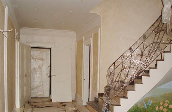 Декоративная штукатурка в прихожей и коридоре – фото интерьеров